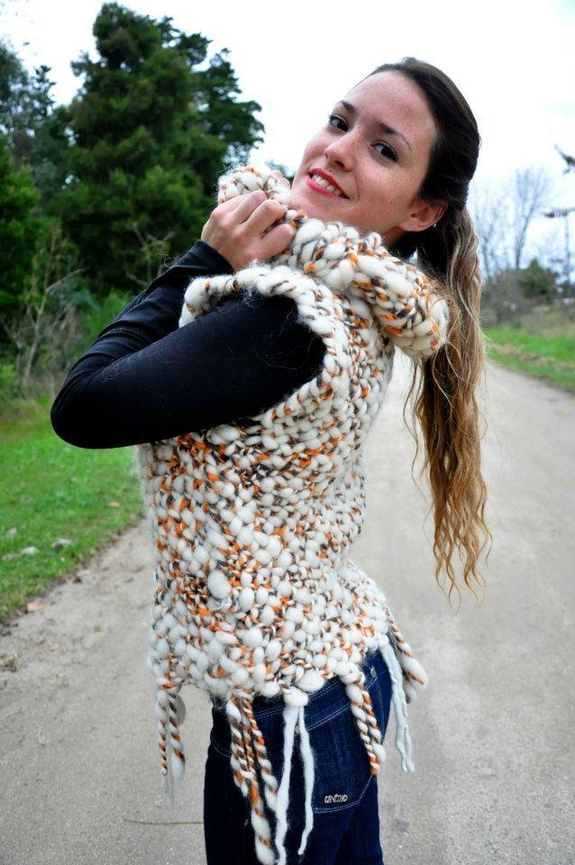 Poleron tejido en telar bastidor ,lanas naturales hiladas en rueca