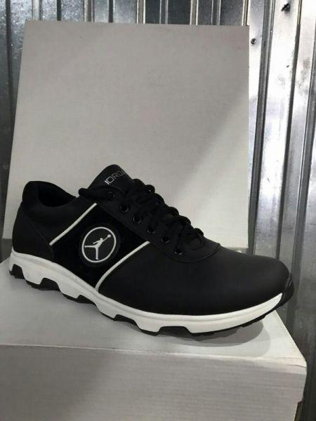 Мужские кроссовки  JORDAN черные из натуральной кожи с белой подошвой