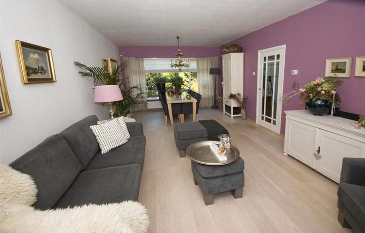 25 beste idee n over paarse woonkamers op pinterest slaapkamer kleuren paars paars grijze - Barokke hoekbank ...