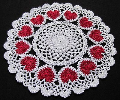 RING OF HEARTS CROCHET DOILY. Typical classic red and white love theme.