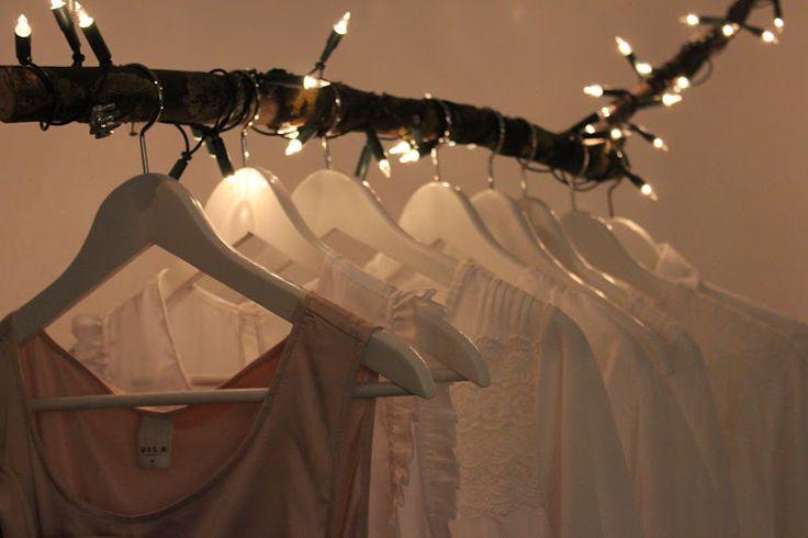 kleiderstange mit lichterkette