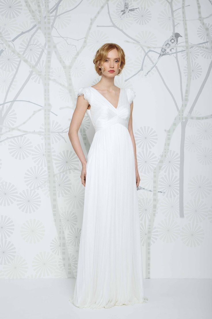 SADONI wedding dress ELYSE with flattering v-neckline in elegant silk tulle.