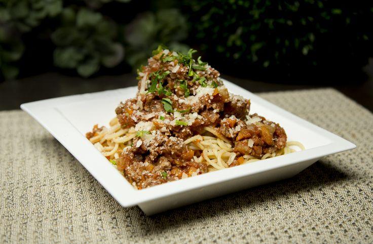 Una receta para toda la familia, el spaghetti a la bolognesa se convertirá en el platillo favorito de todos. Es ideal para cualquier ocasión.