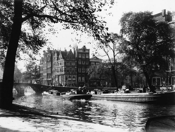 October 8, 1948. Prinsengracht hoek Brouwersgracht. Foto Ben van Meerendonk / AHF, collectie IISG, Amsterdam. #amsterdam #1948