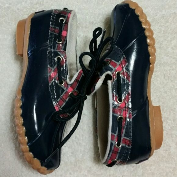 Girl's sperry duck shoes size 2. Navy and pink Worn a few times, but still in great condition for the cooler rainy month's. Sperry Top-Sider Shoes Winter & Rain Boots