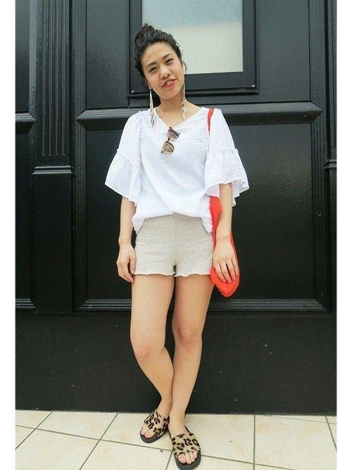 袖のボリューム感がポイントです  フリルスリーブボートネックトップス (Gap/Color:ホワイト/¥3,900/ID:719728/着用サイズ:XS) ショートパンツ (zara) サンダル (addidas)  ■Gapストア テラスモール湘南店 http://mobile.gap.co.jp/stores/sp/store.php?shopId=37583958 ■オンラインストアはこちら http://www.gap.co.jp/browse/subDivision.do?cid=5643 ■GapストアスタッフコーデをWEARで見る(Women) http://wear.jp/gapjapan/