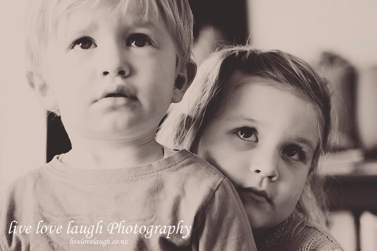 brother/sister cuddles <3 livelovelaugh.co.nz