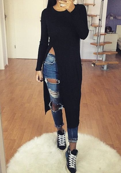 The long side slit of this black side-slit longline tee gives this basic piece a sexy twist.