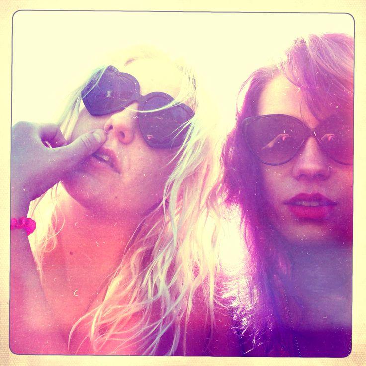 Girls, friends, ystävät,  rakkaus, love, violet hair, blonde, beach <3
