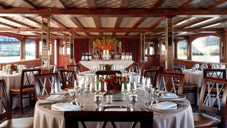 A stunning fine dining experience on the River Thames, set up on the P.S. Elizabethan, our beautiful replica of an 1890s stern-wheeled Mississippi paddle steamer