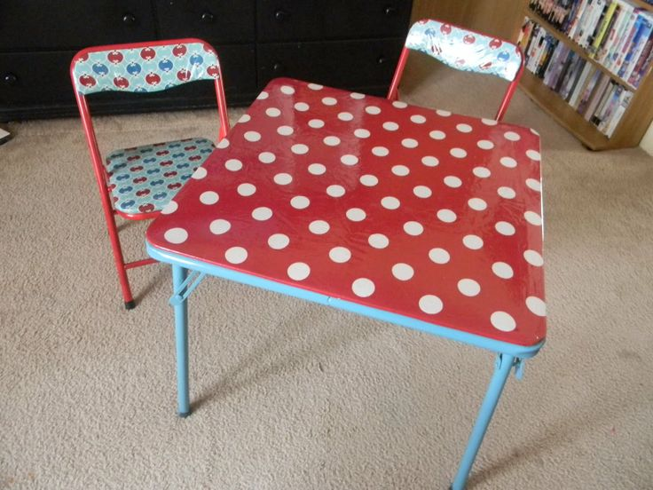 spray paint and recover card table and chairs w/ laminated cotton- brilliant! I knew I'd figure out a project for all that laminated cotton!