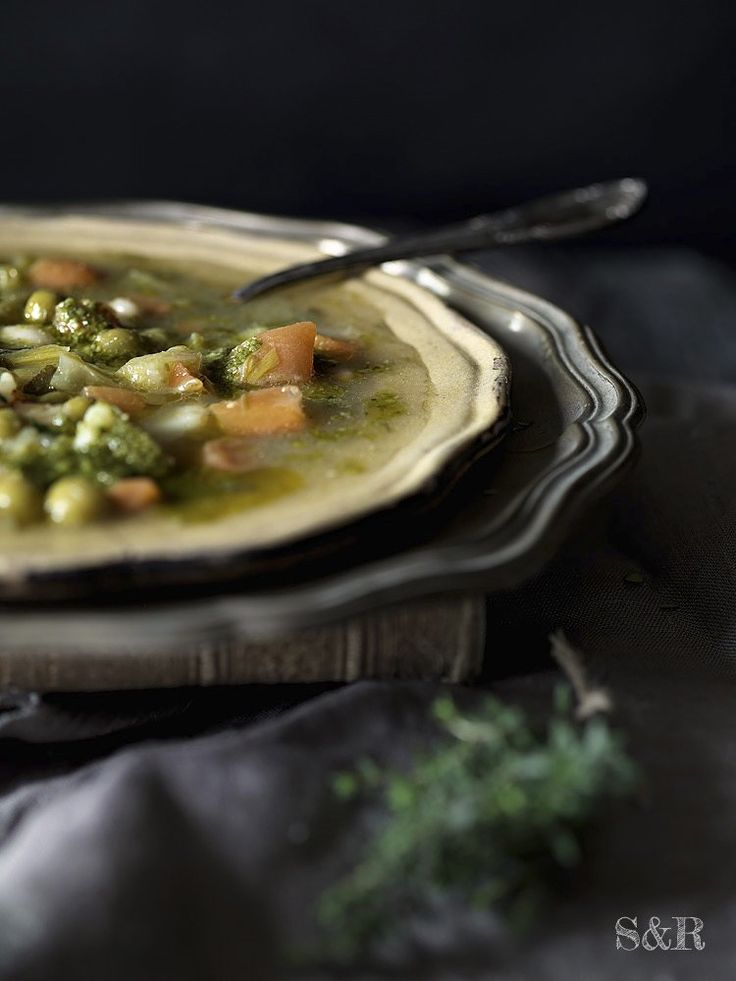 Minestrone alla genovese, uno dei più famosi piatti di recupero della cucina ligure: www.salviarosmarino.com  Minestrone: vegetable soup from Liguria