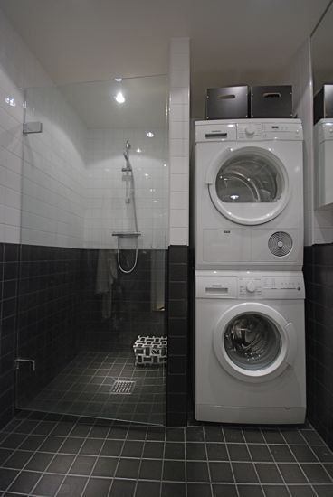 Tvättmaskin och torktumlare i badrummet