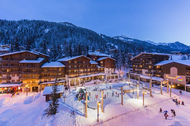 La station - Place des Berger - Patinoire et parc Accrobranche au coeur de Valfréjus | Valfréjus, station de ski Savoie, Maurienne - Vacances ski : domaine skiable, forfait, webcam, météo