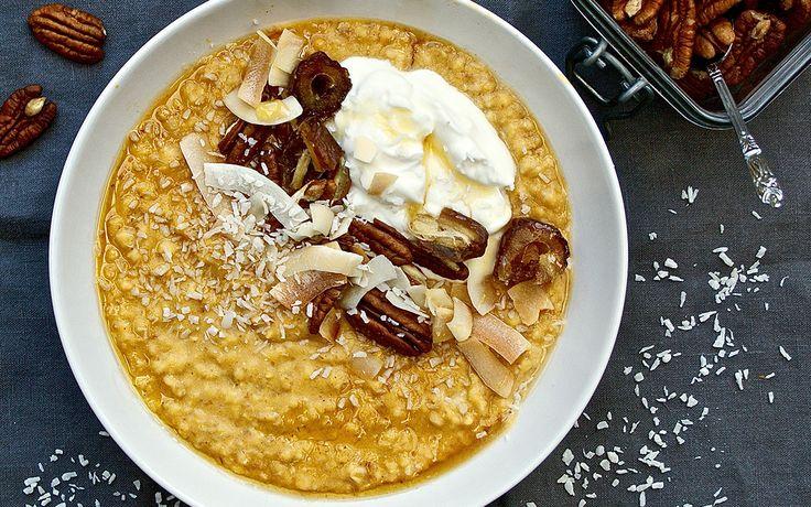 Kürbis-Porridge - Herbstzeit ist Kürbiszeit 🎃 Für das perfekte Herbstfrühstück, peppt ihr euer Porridge mit Kürbis auf.