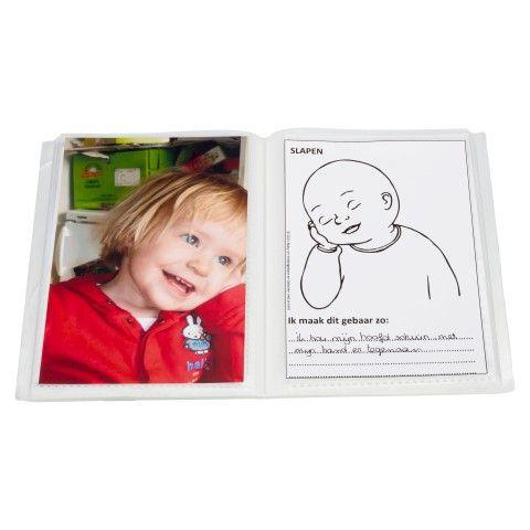 #babygebaren aanbieding van de maand oktober: Een gebarendagboek startset voor €2,50. Een fotomapje én 25 gebarenkaartjes om je eigen dagboekje mee te maken. Deze maand dus extra voordelig