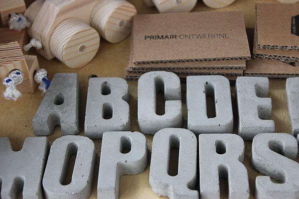 Betonnen letters primair-ontwerp