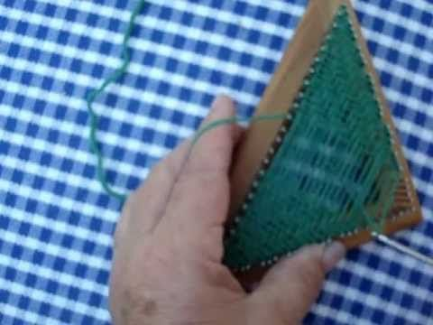 How to weave twill on a triangle multi-loom (pinloom). Video tutorial.