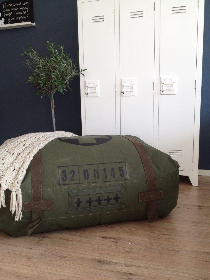 Stoere leger groene zitzak! www.join2.jouwweb.nl
