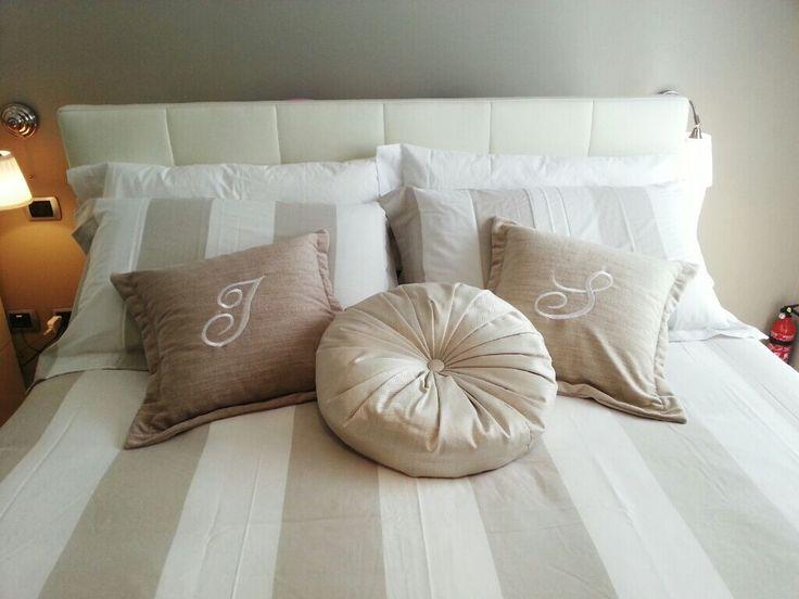 Tanti cuscini in tante forme e misure per arricchire il tuo letto e renderlo un  elegante nido di relax. Scopri i nostri ricami per personalizzare i tuoi cuscini e renderli preziosamente unici :) http://www.oggioni.it/prodotti.asp?codice_categoria=oc010