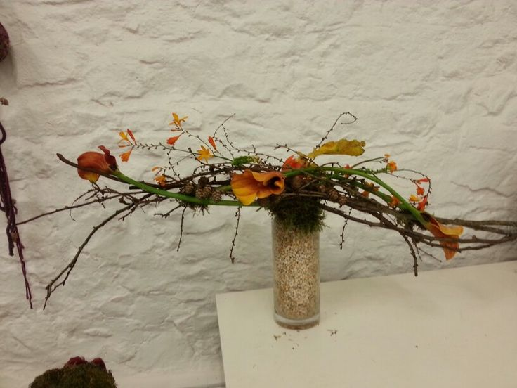 Academy of Floral Art Floristry Schoo Noreen Chan created this beautiful horizontal form linear.