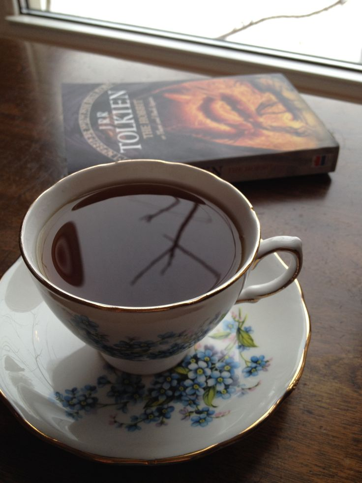 Tis the season for a good book and a pot of hot tea!  In my pot today is 'Good Energy' tea. Deep rich rooty flavour.