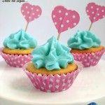 Semplici da realizzare, deliziosi e belli da vedere, questi cupcake con crema al burro, sono perfetti per una festa principesca! Bastano dei pirottini rosa a pois e pick a forma di cuore, come questi, per trasformare dei semplici tortine in cupcake spettacolari.