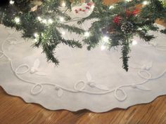 How To Make A Cute Felt Tree Skirt