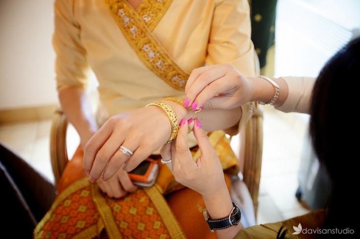Mariage traditionnel laotien au domaine de Brunel à Aincourt | Photographe mariage et Boudoir à Paris | photos couple, naissance, grossesse en Ile de France