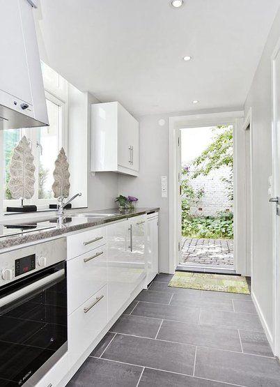 25 Best Ideas About Small White Kitchens On Pinterest Small Kitchens Small Marble Kitchens And White Farmhouse Kitchens