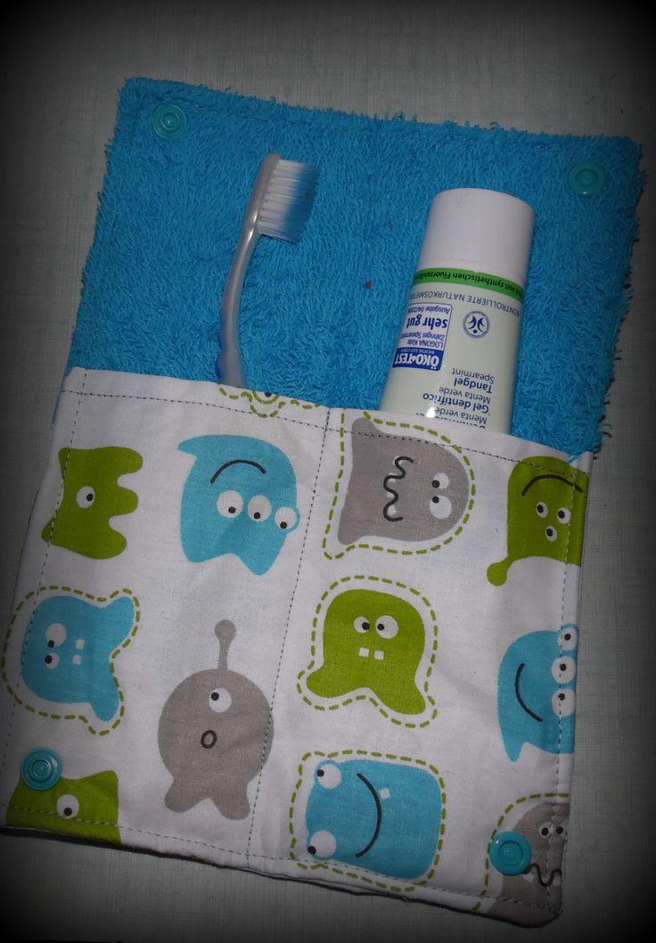 un petit tuto tout facile pour vous fabriquer votre étui à brosse à dents en tissu et éponge .. Vous allez faire des envieux cet été au camping ,croyez moi allez c'est parti un tuto en photo …