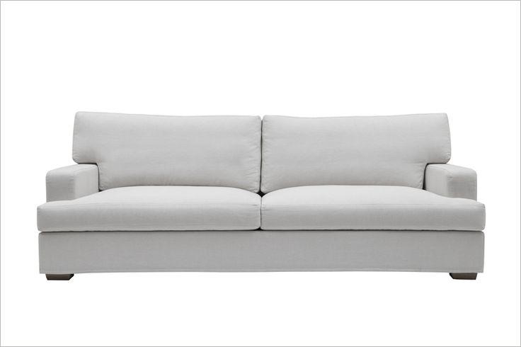 Alla älskar Hugo! Vår egendesignade soffa som är snyggast i linnetyg från Designers Guild. Från 17.900 kr.