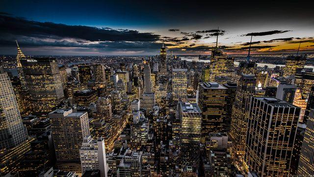 Stunning sunset in Manhattan
