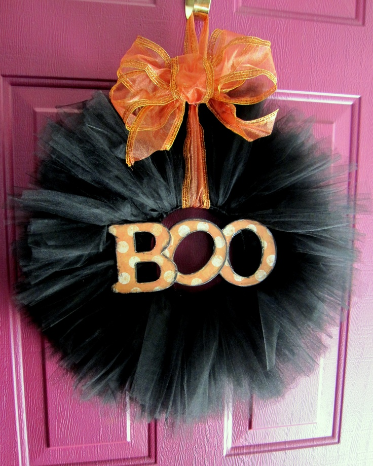 Tulle wreath. Cool idea for any holiday!