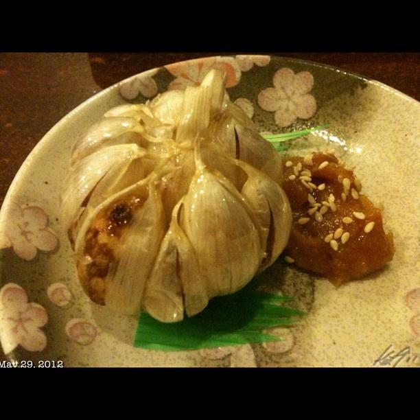 居酒屋螢 お約束なニンニク丸揚げ #garlic #miso #japanese #food #izakaya #dinner #philippines #フィリピン #居酒屋