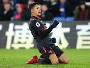 Chelsea aim to scupper Manchester United's Alexis Sanchez deal with late swoop?