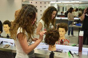 ➢ FORMACIÓN: �� Nuestros alumnos practicando en el #curso de #peluquería del módulo de Acabados y #Recogidos #beutips #pelo #pelosano #hairstyle #estética #belleza #formación #nutrición  #pelobonito #haircare #hair