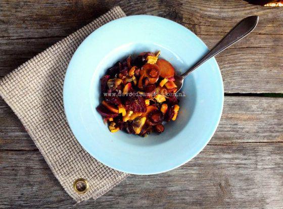 Salade met in de oven geroosterde groenten - Receptenruil - De Voedzame Keuken: van Vulling naar Voeding
