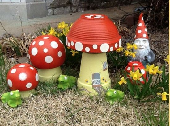 Crisol de arcilla Toadstools - macetas de terracota Upcycle y platillos en estos…