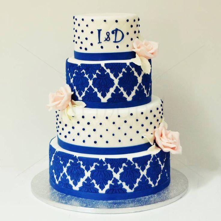 Tort pentru Nunta cu Dantela Damask. Un model deosebit cand vine vorba de dantela, Damask, este prezent si pe acest tort de nunta, intr-o nuanta puternica si curajoasa, albastru regal. Pret: 560 lei. (3,5 kg)