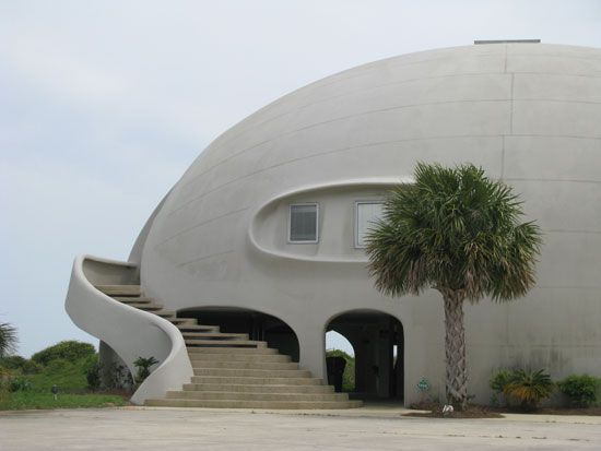 Best 25 dome homes ideas only on pinterest dome house for Foam concrete house construction