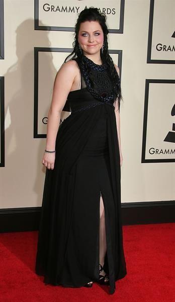 Эми ли в платье фото