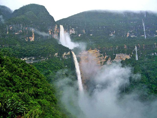 Una de las cascadas mas bonita del mundo La catarata Gocta esta al noroeste de Perū y estambien conocida como la Chorrera. Para conocer este salto de agua hay que hacer una larga caminata desde los caseríos de Cocachimba y San Pablo en el departamento de Amazonas. La cuarta catarata mas alta del mundo.