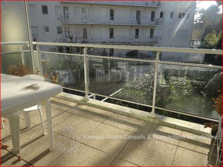 AU COEUR DE LA BAULE LES PINS,Appartement 4 pièces récent dont la pièce de vie de 28m² est orientée sud-ouest et bénéficie d'une terrasse au calme. La cuisine est américaine, aménagée et équipée. Un espace nuit se compose de 3 une de...