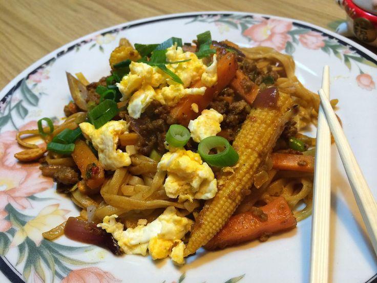 """Mie is een Chinees deegwaar dat veel lijkt op Italiaanse spaghetti, maar dan dunner. Mie wordt gemaakt uit tarwemeel. De benaming komt uit de Chinese Min Nan-taal en is via Indonesië in de Nederlandse taal gekomen. In Standaardmandarijn heet het """"lāmiàn"""" (in de Hanyu Pinyin-schrijfwijze)."""