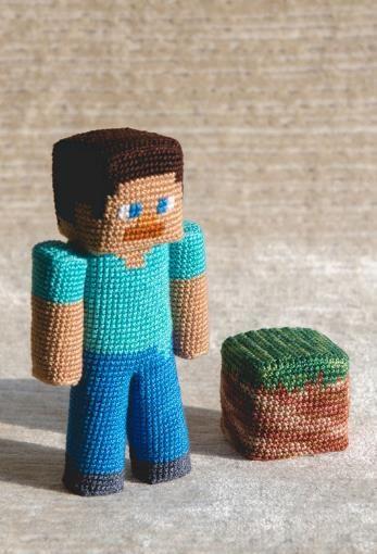 Steve aus Minecraft einfach selber häkeln - Häkelanleitung via Makerist.de