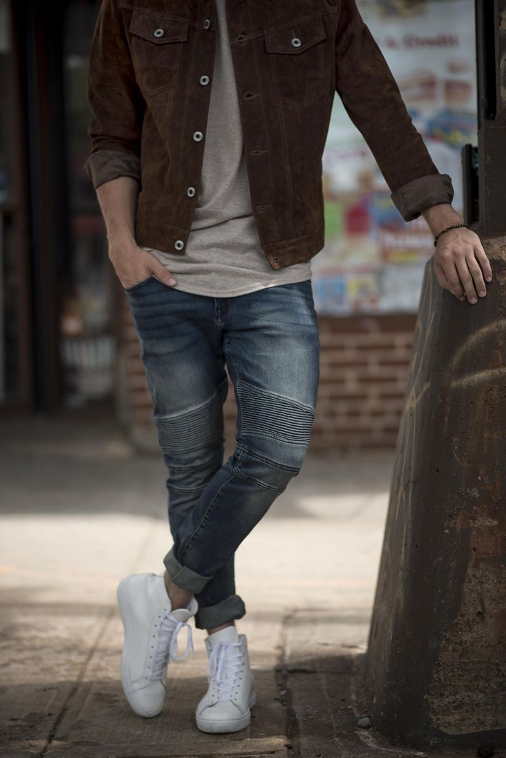Suede jacket + t-shirt + skinny jeans + white high-top sneakers