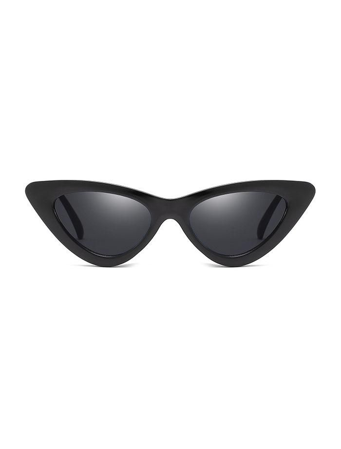 c8c2465db45 1990s Retro Vintage Cat Eye Sunglasses