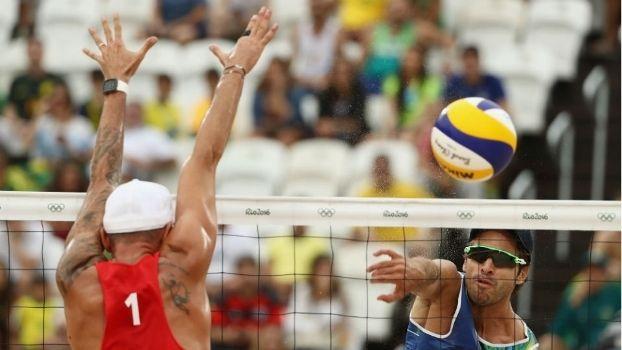 Dia ruim! Alison e Bruno jogam mal e perdem no vôlei de praia para dupla austríaca - http://es.pn/2b1xbAR
