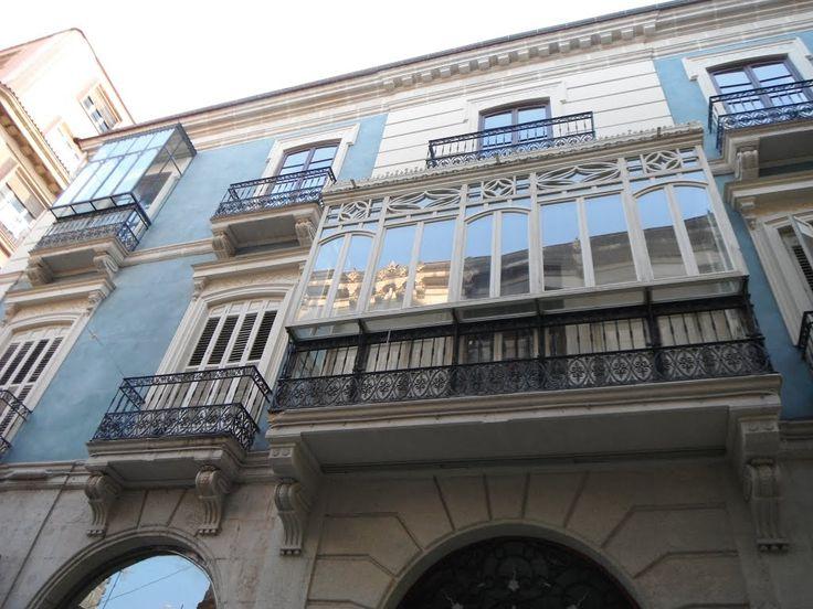 El Palacio Salvetti es un edificio de 1887 obra del arquitecto V. Pérez, levantado para la familia de Don Arturo Salvetti, Cónsul de Italia , perteneciente a la burguesia  acomodada de Alicante. Situado  en la Calle Castaños